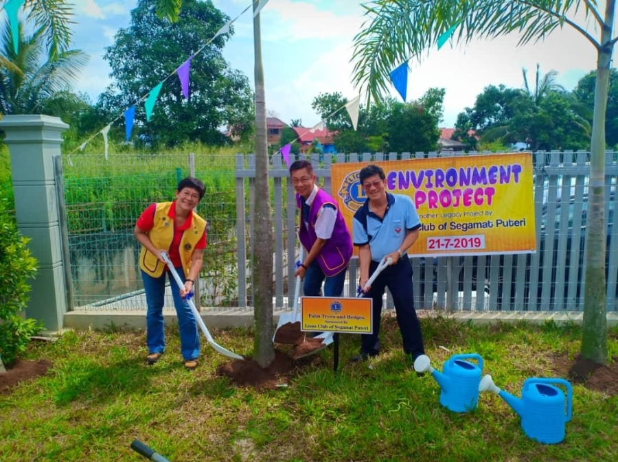 Environment Project and Donation from Segamat Puteri Lions Club